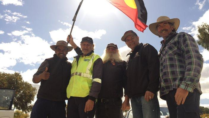 Clinton Pryor gives the thumbs-up with his support team and two Merredin elders